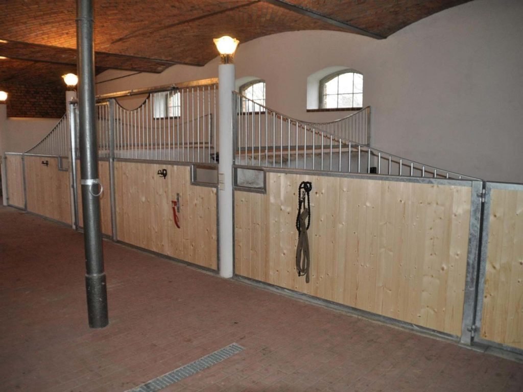 Stahlbau IWUP Stallboxen 4-min