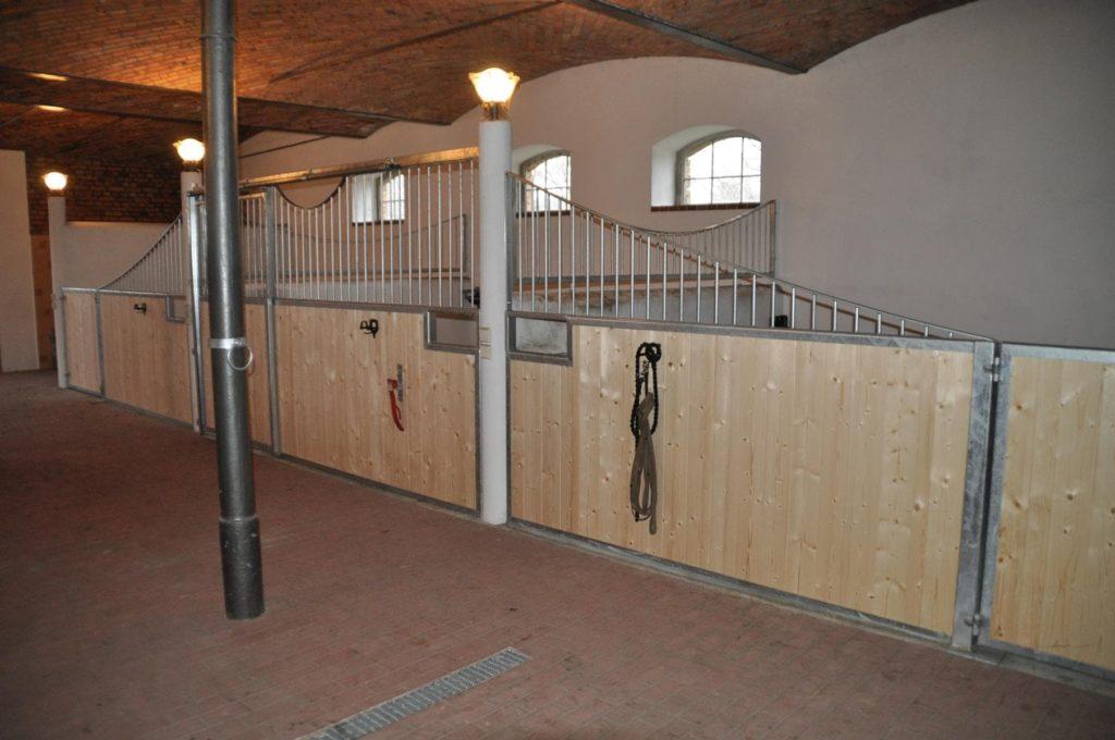 Stahlbau IWUP Stallboxen
