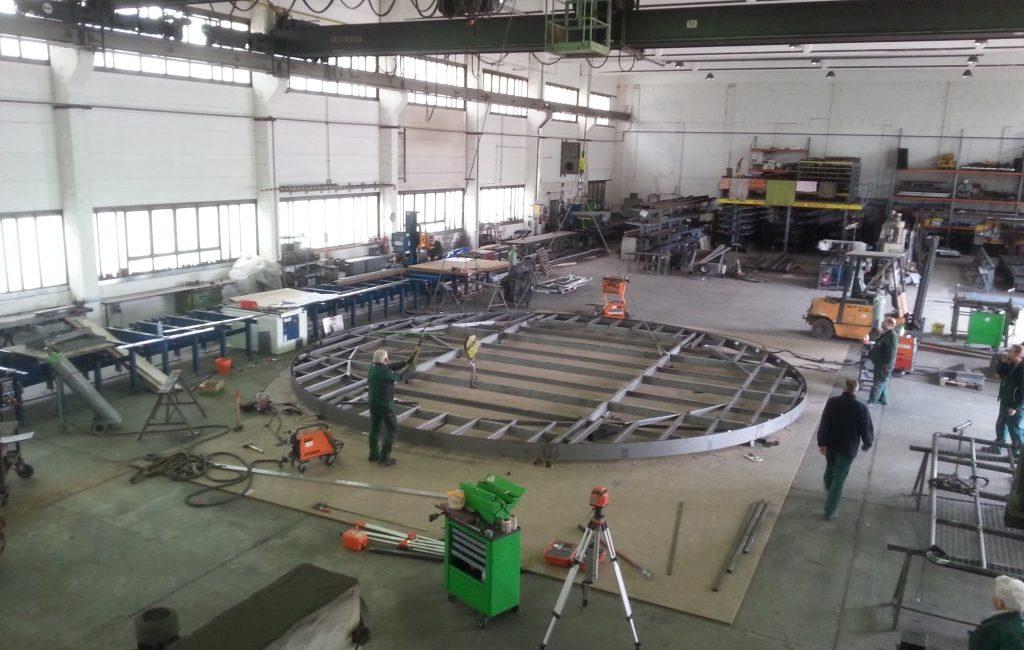 Fertigung einer Stahl-Uk für eine Lampenkonstruktion